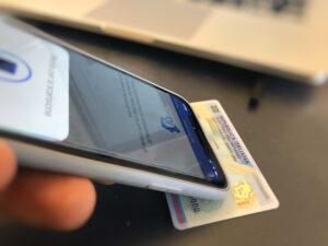 App CIE ID come inquadrare carta con telefono
