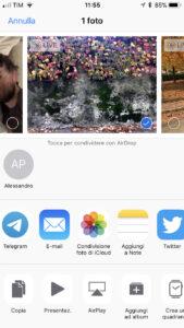 Schermata iPhone per la condivisione foto iCloud o Airdrop